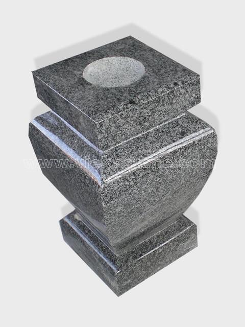 granite vase 025